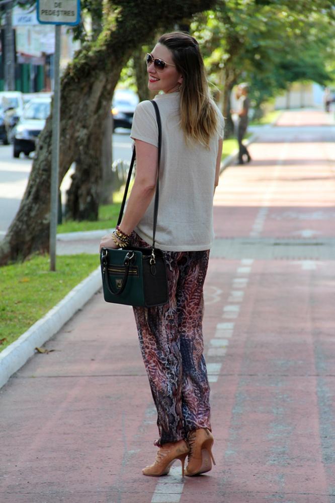 Como usar calça estampada_blog de moda de santa catarina_blog de florianopolis_danigarlet_av hercilio luz_dimy_calça dimy_yu_bolsa yu_camera bag (3)