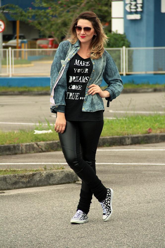 camisa jeans_como usar legging de couro_tenis de caveirinha_pkd_camisa pkd_pkd concept_danigarlet (4)