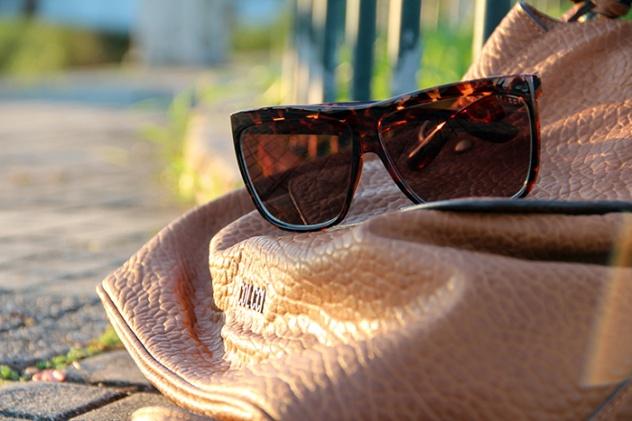 bota baixa com spikes_botinha salto baixo_danigarlet_look com sobreposição de peças_short jeans preto_destroyed jeans_ponte hercilio luz_florianopolis_centro de floripa (11)